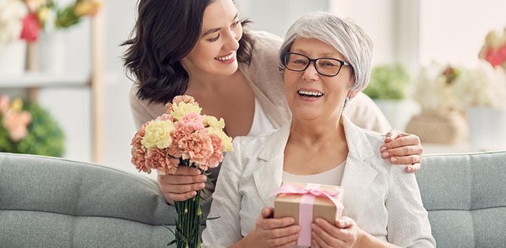 2021年の母の日はいつ? 起源やおすすめプレゼントまで、母の日の疑問に答えます!